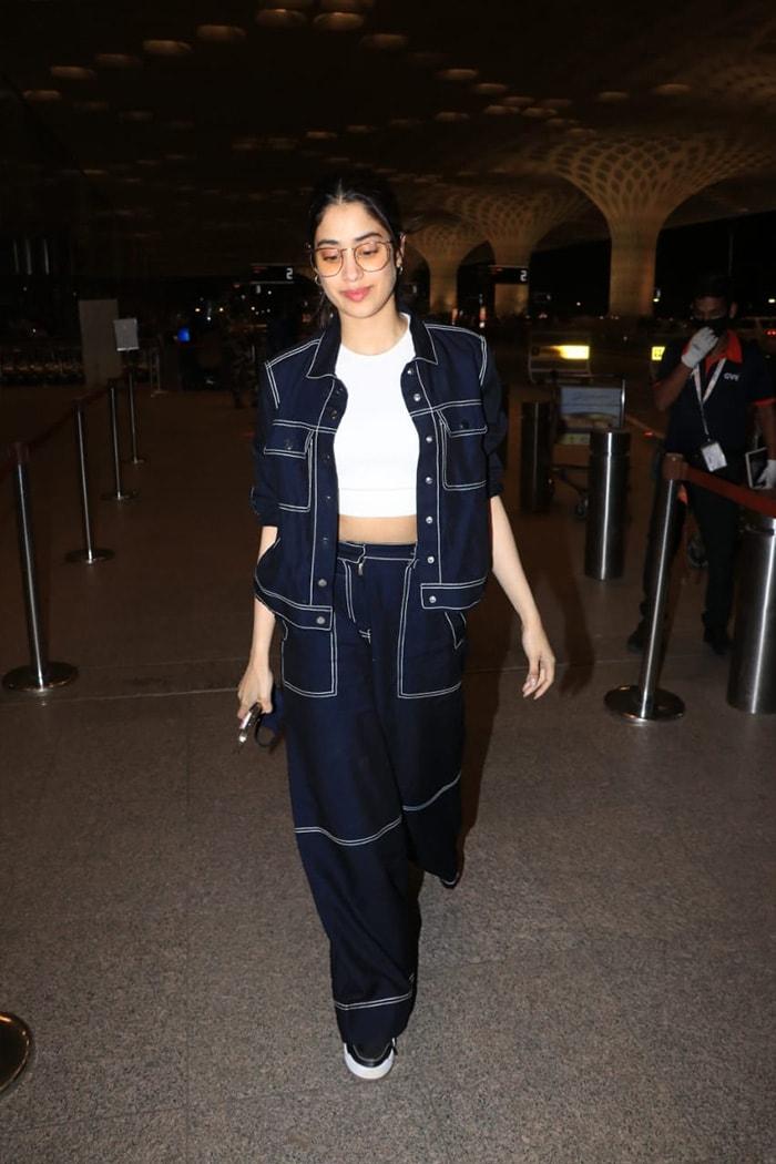 Sunny Leone, Janhvi Kapoor And Kiara Advani\'s Airport Diaries