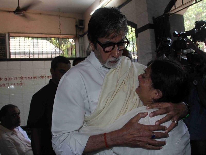 Big B, Anil Kapoor Attend Aadesh Shrivastava's Funeral
