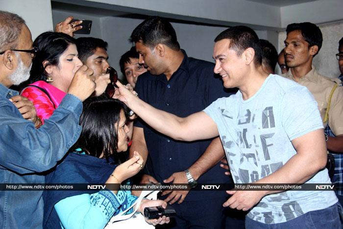 Aamir\'s Dhoomsday Birthday: A Smile and a Cake