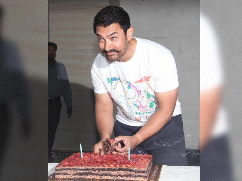 Andaz Apna Apna: Aamir's Birthday Celebrations Begin With Yummy Cake