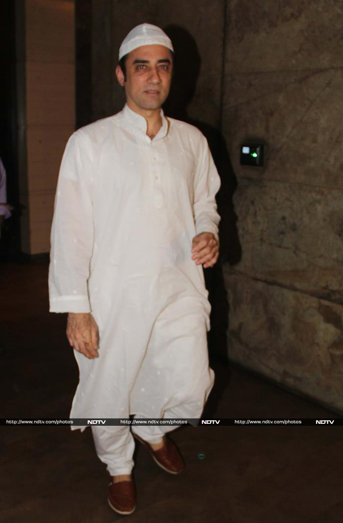 Salman\'s Bajrangi Bhaijaan Leaves Aamir Khan Teary-Eyed