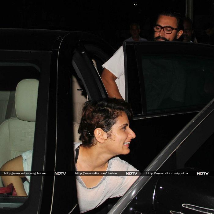 जब आमिर खान ने <i>दंगल</i> गर्ल्स से मांगी लिफ्ट