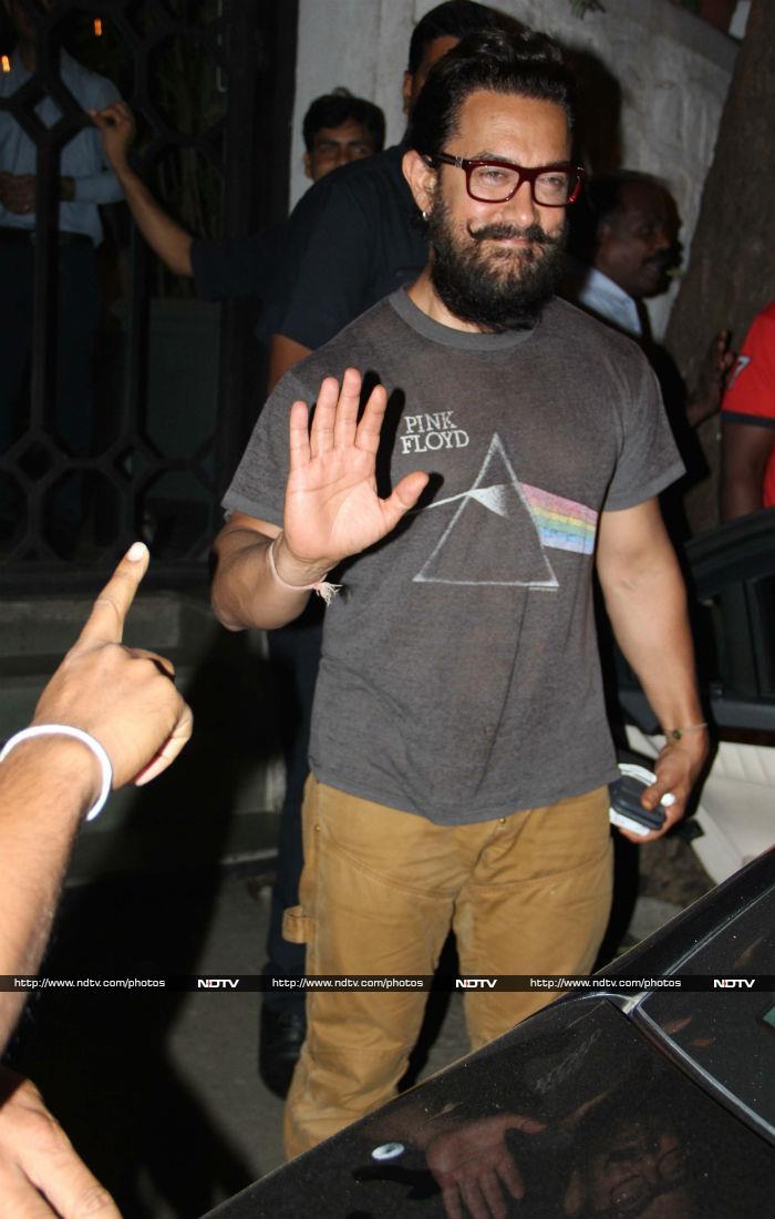 Aamir Khan Just Cannot Get Over Dangal Girls Fatima And Sanya