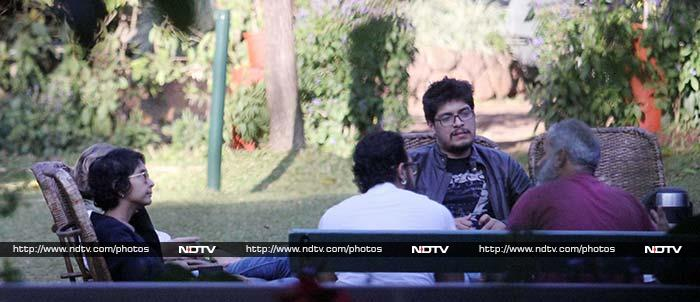 'हानीकारक बापू' आमिर खान पत्नी के साथ शादी की सालगिरह मनाने पहुंचे पंचगनी
