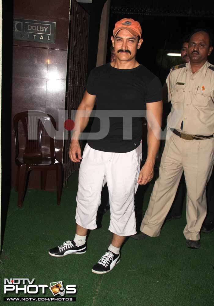 Spotted: Aamir with the Tendulkars!