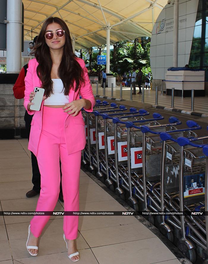 एयरपोर्ट पर इस अंदाज़ में दिखे आमिर खान, तारा सुतारिया और सिद्धार्थ
