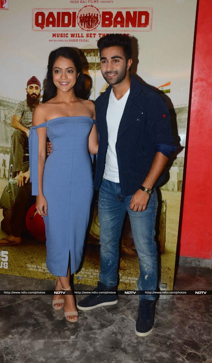 Raj Kapoor\'s Grandson Recreates Shree 420 Scene With A Colourful Twist