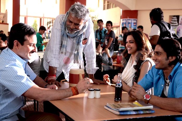 Stills of Big B, Saif, Deepika in Aarakshan