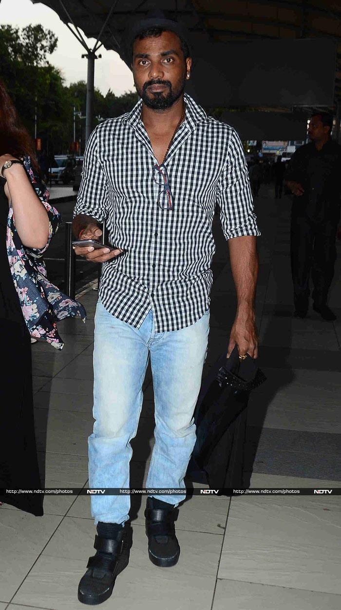 Deepika, Sonakshi, Hrithik, All At Once at Mumbai Airport