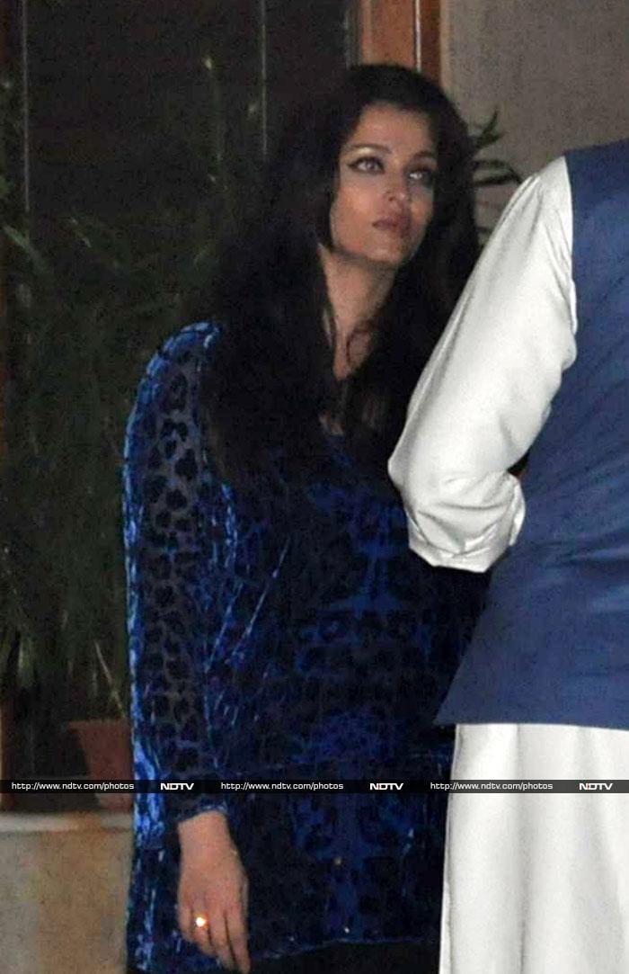 Ash, SRK, Gauri at Abhishek\'s birthday party
