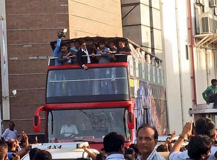 Ahmedabad Road-Trip: Shah Rukh, Deepika, Sonu