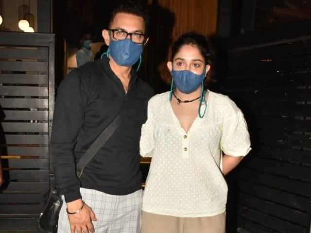 Photo : डिनर पर साथ नज़र आए एक्टर आमिर खान और उनकी बेटी इरा खान