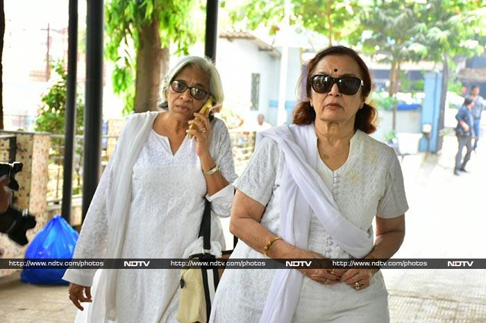 Asha Parekh And Others At Actress Shammi\'s Funeral