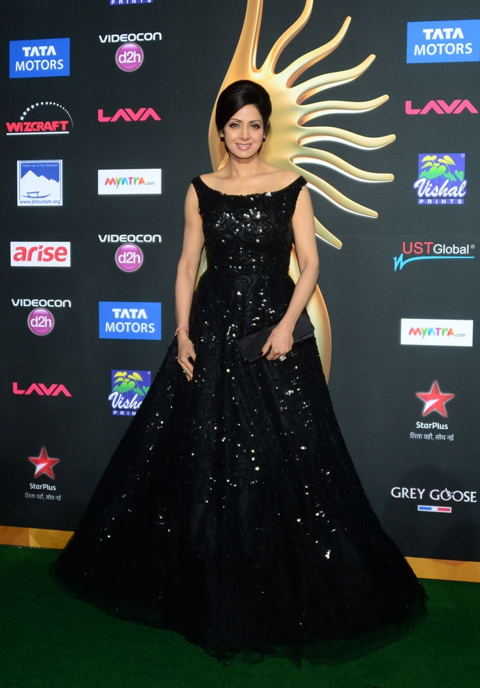 164944405077406704 furthermore Starry Starry Night Sridevi Deepika Kareena Glam Up Iifa Awards 17558 besides Oscar Predictions also Watch moreover Oscar Party Invite. on 2015 oscar award trophy