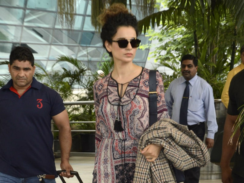 Kangana's Airport Swagger Lage Sexy
