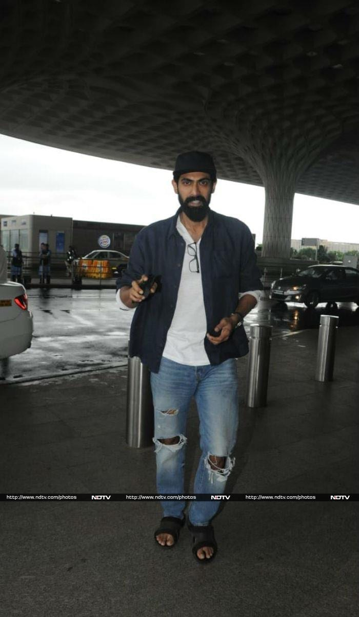 एयरपोर्ट पर कैमरे में कैद हुए जाहन्वी, दीपिका, खुशी कपूर