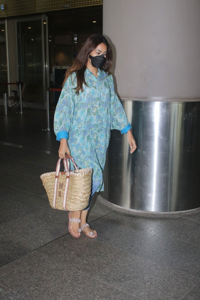 Airport Spotting: Make Way For Sussanne Khan And Mira Rajput