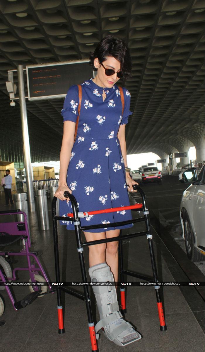 एयरपोर्ट फैशननामा: कंगना की साड़ी से कैटरीना की फंकी टी-शर्ट तक