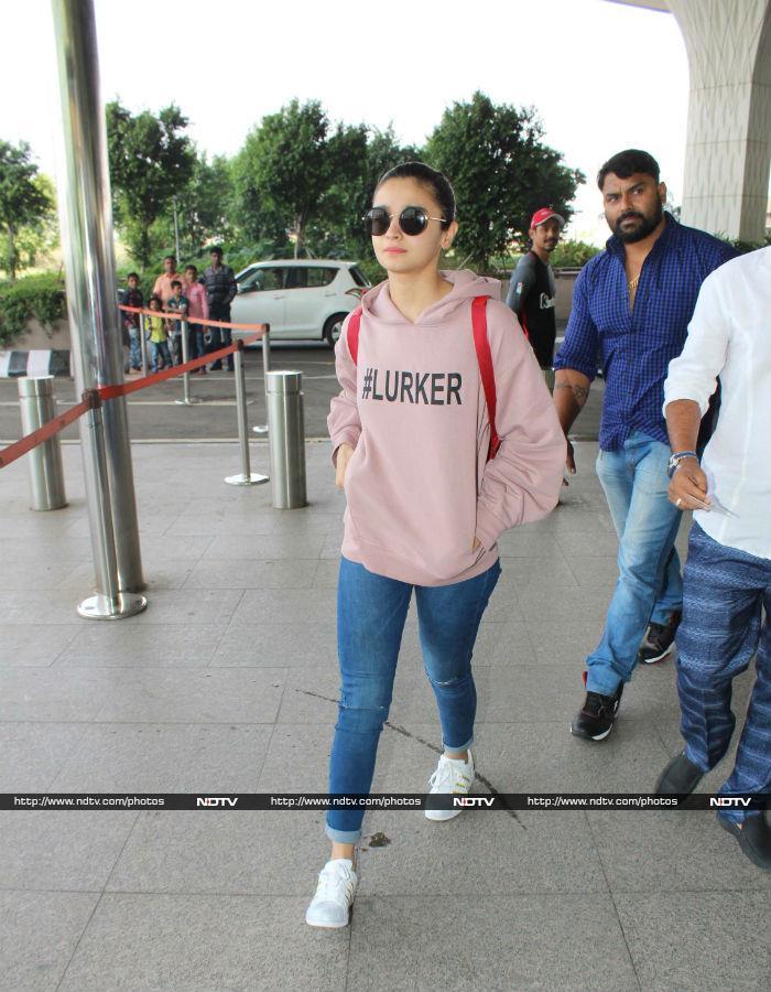 मुंबई एयरपोर्ट पर दिखे ऋतिक रोशन, आलिया भट्ट और श्रीदेवी