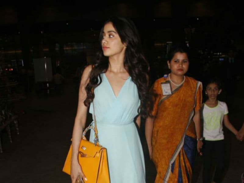 Sridevi's Daughter Jhanvi Kapoor Makes Heads Turn At The Airport