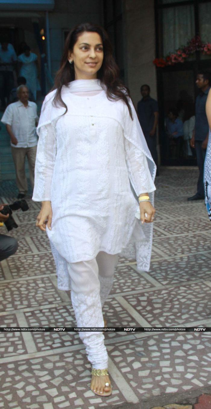 Aishwarya, Kajol at Madhuri Dixit\'s father\'s prayer meet