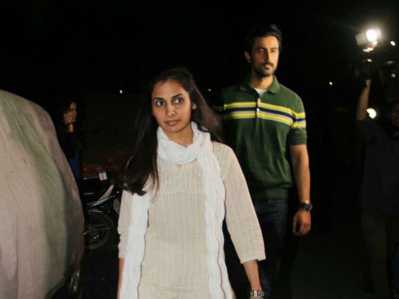 Photo : ऐश्वर्या के पिता के निधन के बाद बच्चन परिवार से मिलने पहुंचे सितारे