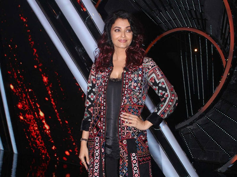 Aishwarya Keeps It Trendy In Black
