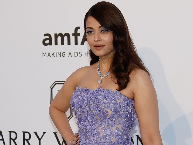 Cannes 2015: Last But Not The Least: Aishwarya Looks Uber-Glam at amfAR Gala