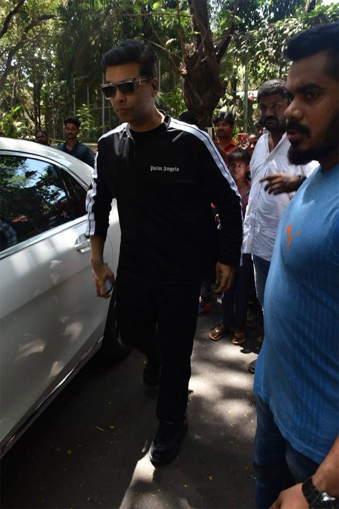Rani Mukerji, Karan Johar, Hrithik Roshan Drop By Ajay Devgn\'s Home
