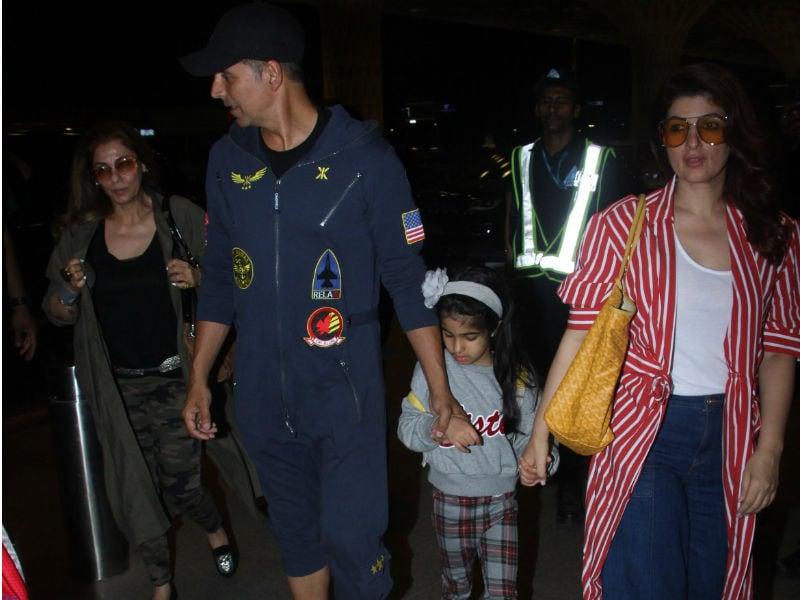 Photo : एयरपोर्ट पर पत्नी ट्विंकल और बेटी नितारा के साथ कूल अंदाज में नजर आए अक्षय
