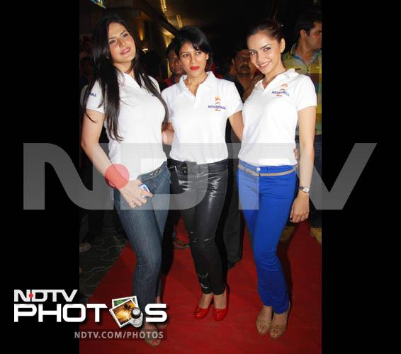 Stars at the special screening of Housefull 2