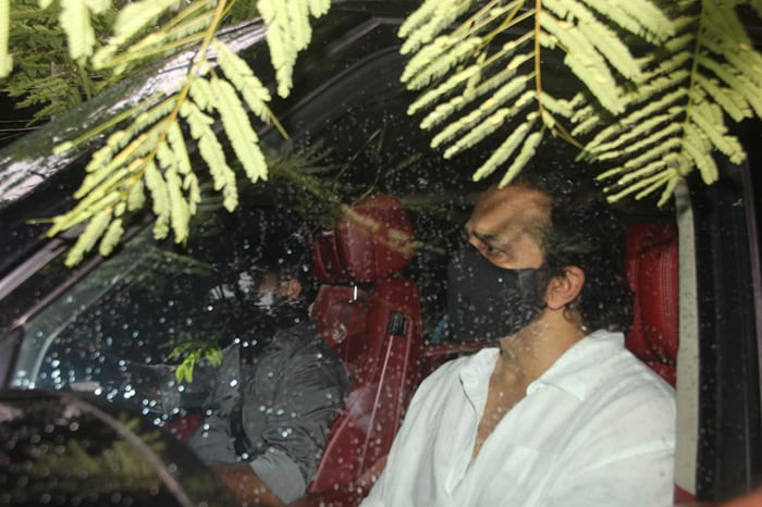 Akshay Kumar Bids Mother Aruna Bhatia Farewell With Twinkle, Riteish And Other Celebs