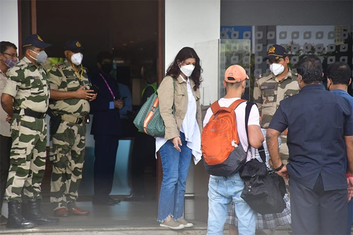Akshay Kumar, Twinkle And Family Fly To London