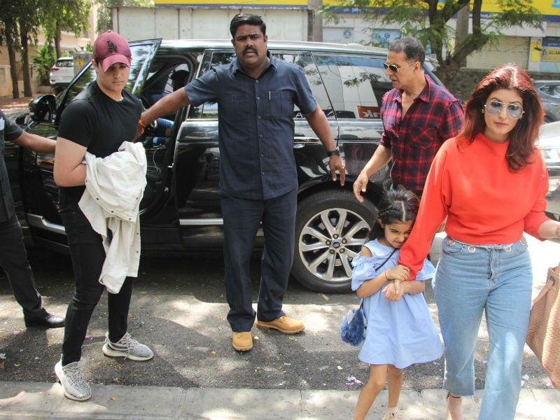 Akshay Kumar, Hrithik Roshan's Lunch Date With Family