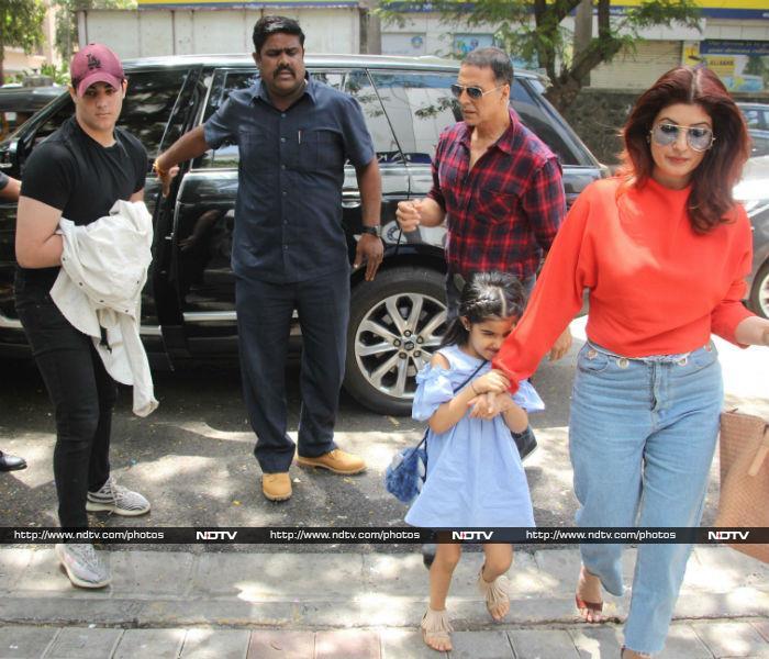 Akshay Kumar, Hrithik Roshan\'s Lunch Date With Family