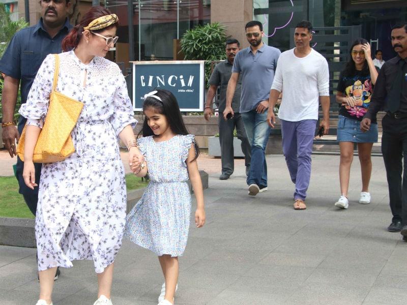 Photo : पत्नी ट्विंकल और बेटी नितारा को लंच डेट पर लेकर गए अक्षय कुमार