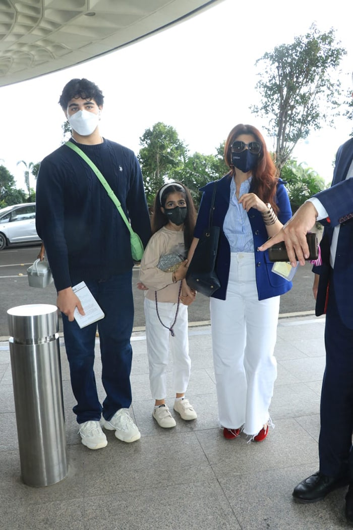 Akshay Kumar\'s wife, actress-author Twinkle Khanna, and children Nitara and Aarav also accompanied him to Delhi for the event.