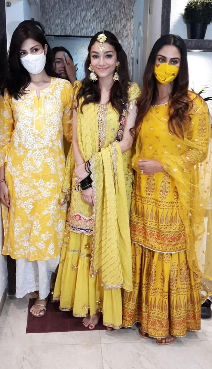 Rhea Chakraborty And Krystle D\'Souza Lit Up Alfia Jaffery\'s Mehendi