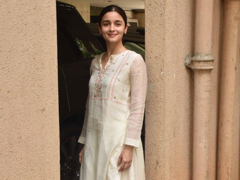 Alia Bhatt Brightens Up Mumbai