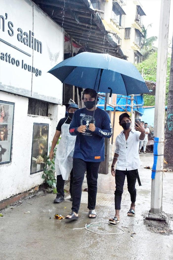 Arjun Kapoor was photographed outside Hakim\'s Aalim salon in Versova.