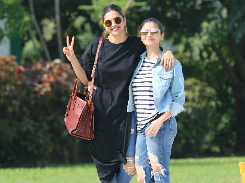 Photo : दीपिका और आलिया का यह अंदाज हो रहा है Viral