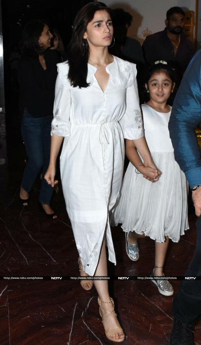Pics From Alia\'s Dinner Date With The Kapoors