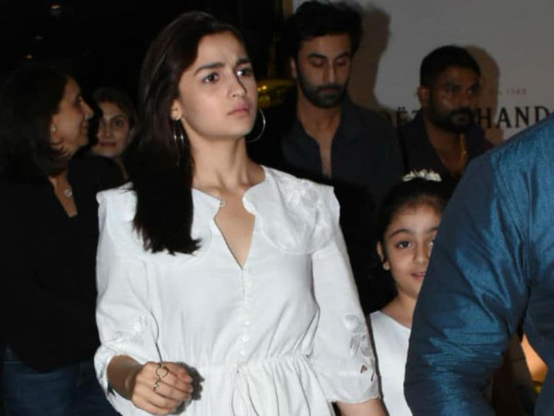 Photo : Pics From Alia's Dinner Date With The Kapoors