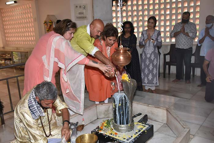 Alia Bhatt Visits Temple On Maha Shivratri With Director Ayan Mukerji