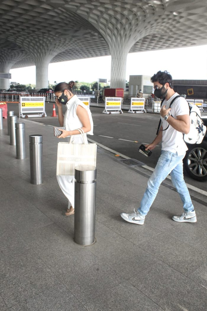 Alia Bhatt And Ranbir Kapoor Answer The Maldives Call