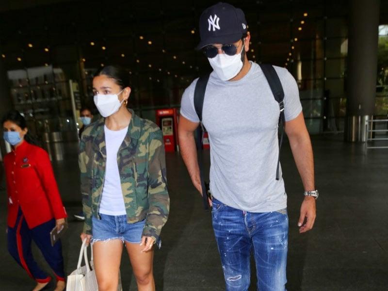 Photo : Couple Spotting: Alia-Ranbir, Disha-Tiger Are Back From Maldives