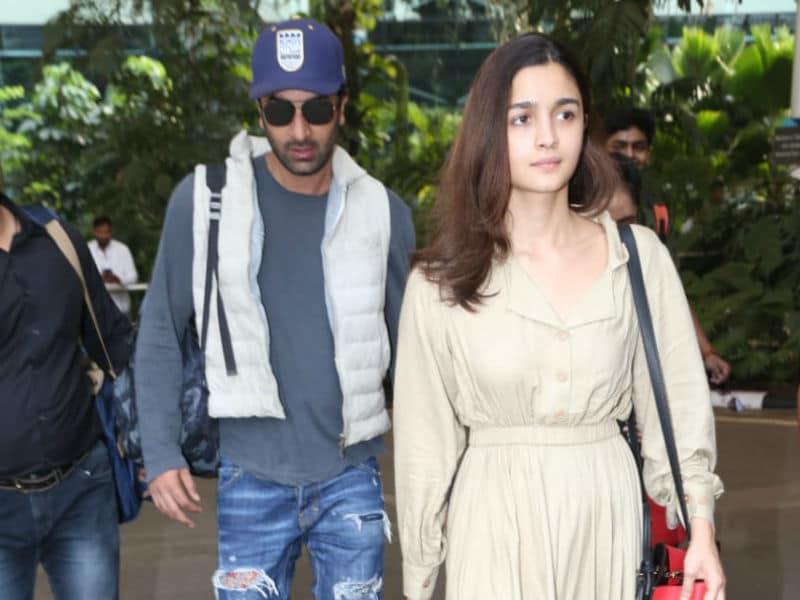 Photo : मुंबई एयरपोर्ट पर एक साथ दिखे रणबीर कपूर और आलिया भट्ट
