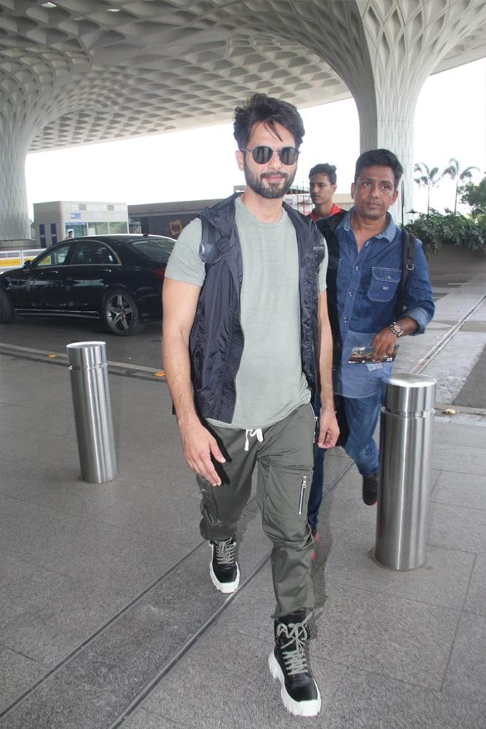 एयरपोर्ट पर इस अंदाज में नजर आए आलिया और रणबीर कपूर, देखें तस्वीरें...