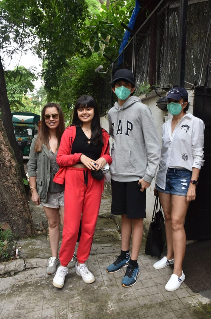 Mahima Chaudhry was photographed with her family in the city.