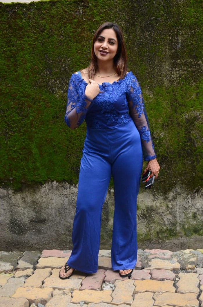 Former Bigg Boss contestant Arshi Khan was photographed outside a studio.